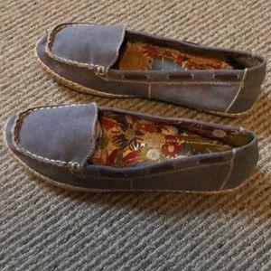 Hush Puppies canvas shoes. Women's size 10.